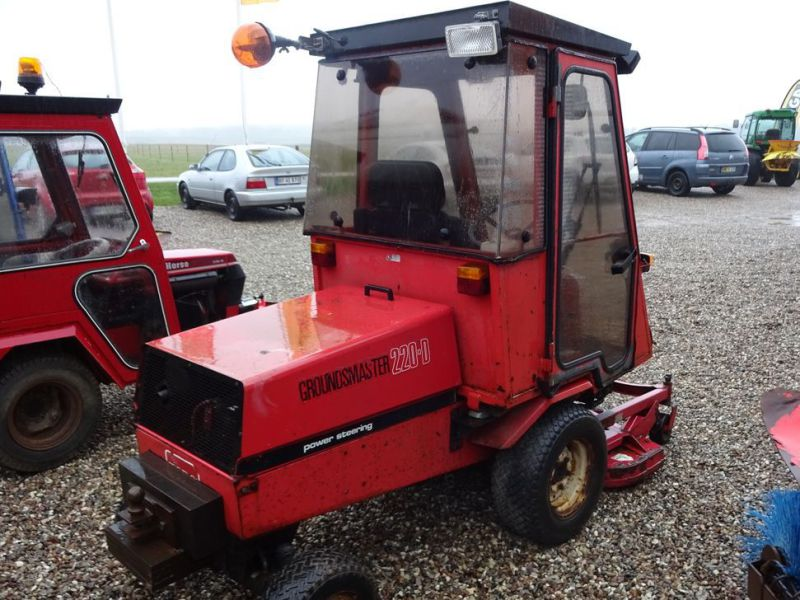Toro Groundmaster 220 Diesel med kost og klipper / with sweeper and cutter - 12