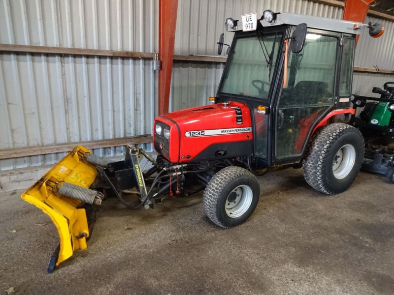 MF 1235 4WD traktor med sneplov / Tractor with snow plow.  - 0