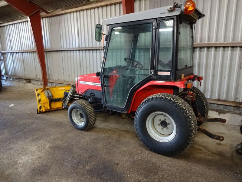 MF 1235 4WD traktor med sneplov / Tractor with snow plow.  - 3