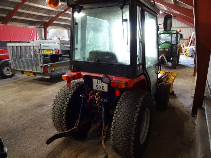 MF 1235 4WD traktor med sneplov / Tractor with snow plow.  - 8
