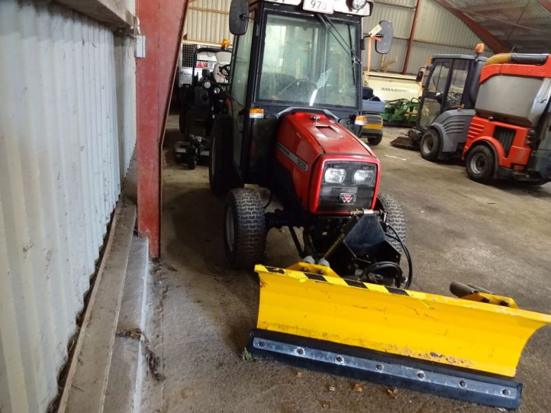 MF 1235 4WD traktor med sneplov / Tractor with snow plow.  - 9