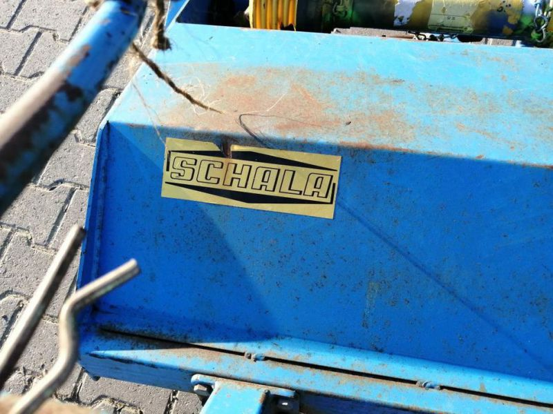 Schala Borstel machine op PTO achter trekker / Schala Brush machine on PTO behind tractor - 3