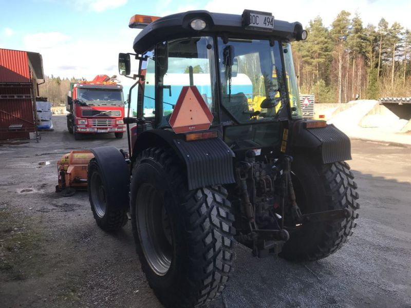 Traktor MF3635 -2008 med plog, sandspridare och  sopaggregat / Tractor MF3635 -2008 with plow, sand spreader and sweeper assembly - 13