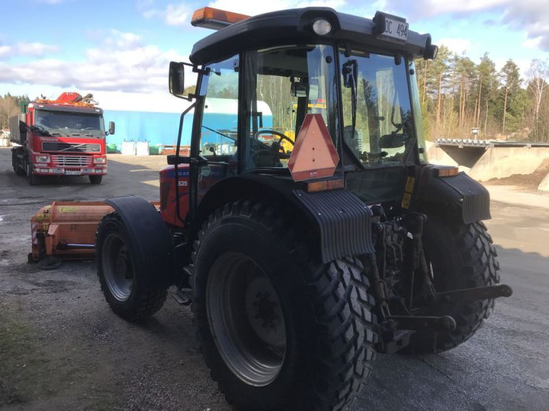 Traktor MF3635 -2008 med plog, sandspridare och  sopaggregat / Tractor MF3635 -2008 with plow, sand spreader and sweeper assembly - 24