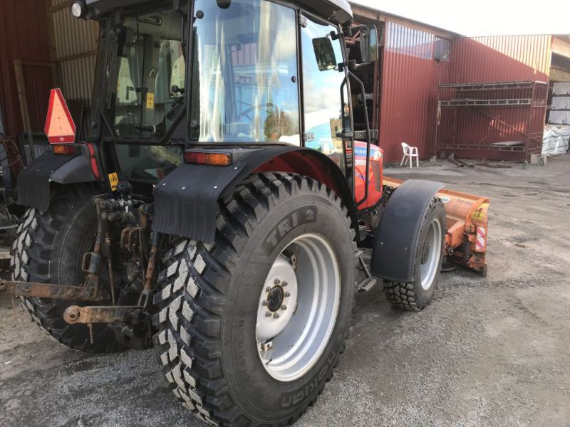 Traktor MF3635 -2008 med plog, sandspridare och  sopaggregat / Tractor MF3635 -2008 with plow, sand spreader and sweeper assembly - 34