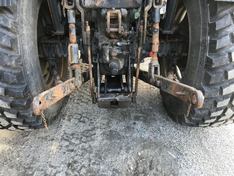 Traktor MF3635 -2008 med plog, sandspridare och  sopaggregat / Tractor MF3635 -2008 with plow, sand spreader and sweeper assembly - 35
