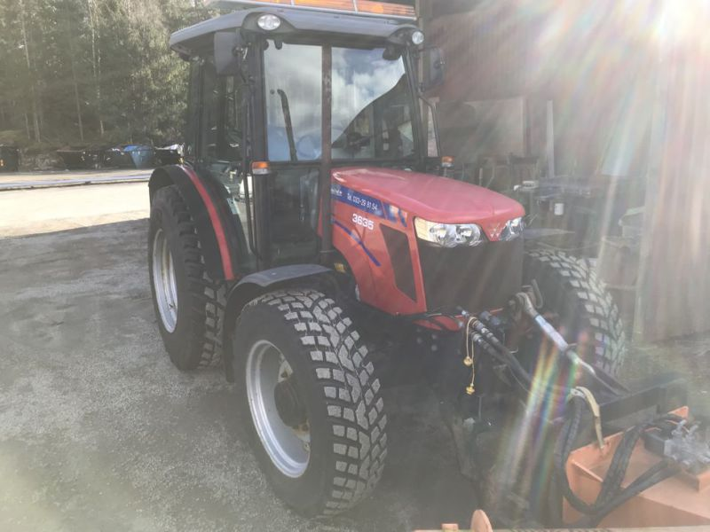 Traktor MF3635 -2008 med plog, sandspridare och  sopaggregat / Tractor MF3635 -2008 with plow, sand spreader and sweeper assembly - 48