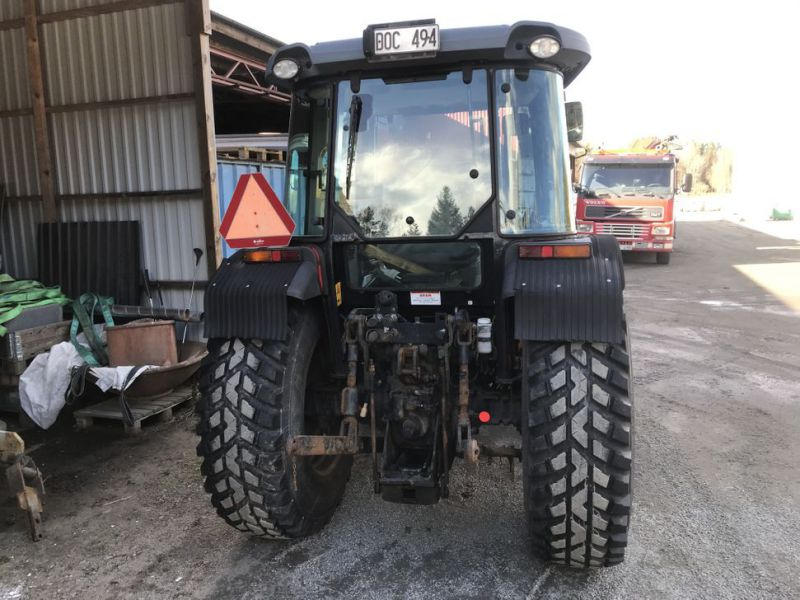 Traktor MF3635 -2008 med plog, sandspridare och  sopaggregat / Tractor MF3635 -2008 with plow, sand spreader and sweeper assembly - 68