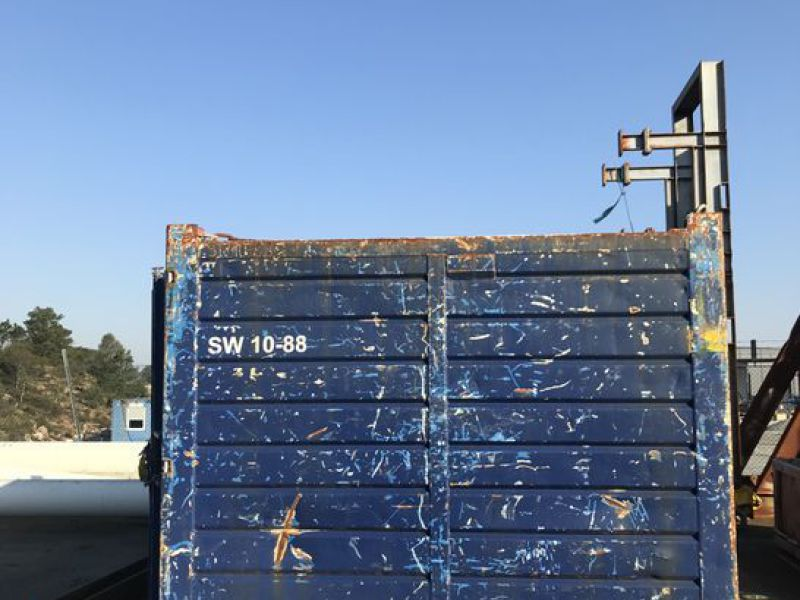 Container 10 fot  med diverse utstyr. / 10 feet container w/ equipment. - 1