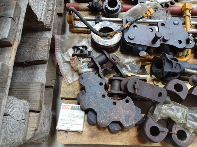 Case reservedele m.v. / spare parts etc. - 12