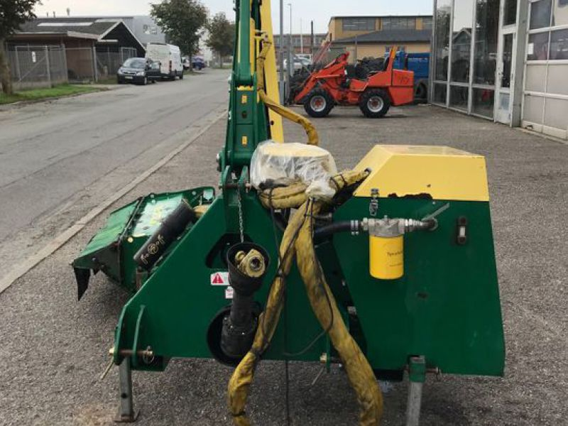 Spearhead Twiga 5000 med slagleklipper / Power arms Flail mower  - 5