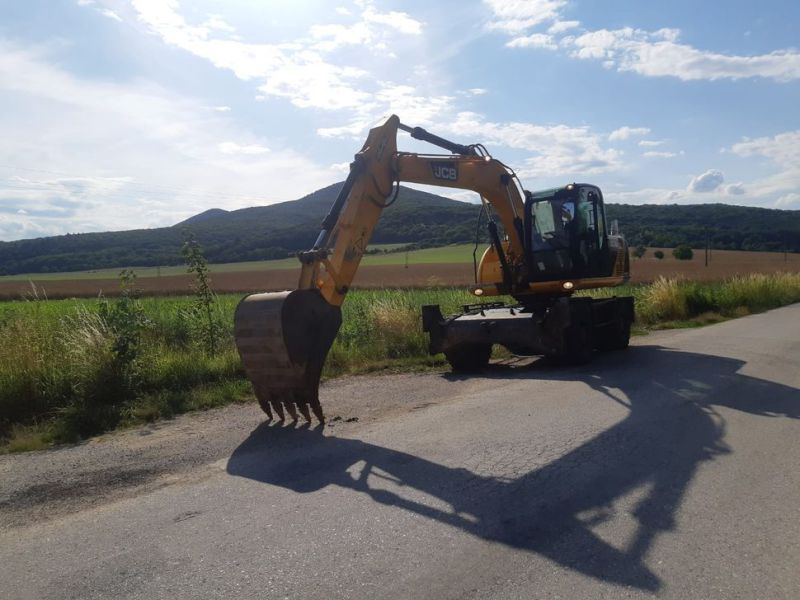 JCB JS 145 W/ wheel loader - 0