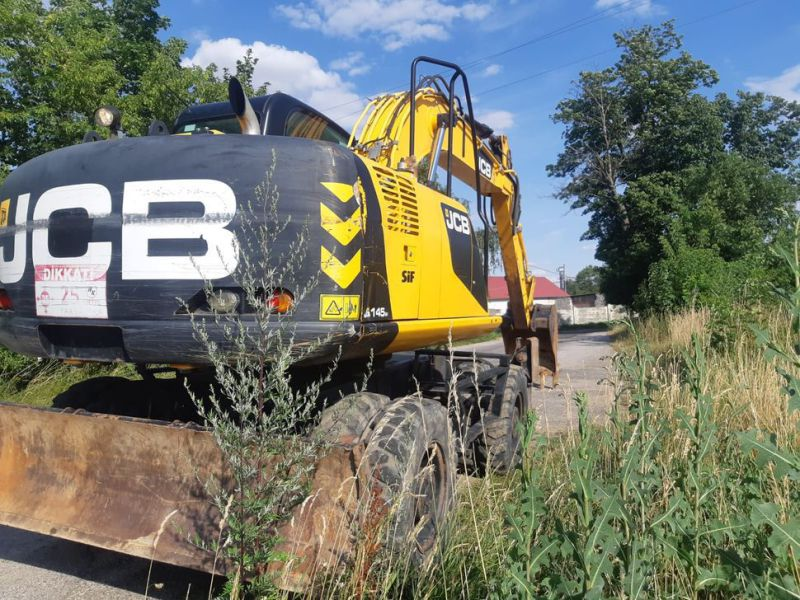 JCB JS 145 W/ wheel loader - 12