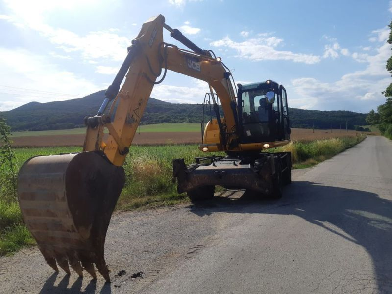 JCB JS 145 W/ wheel loader - 16