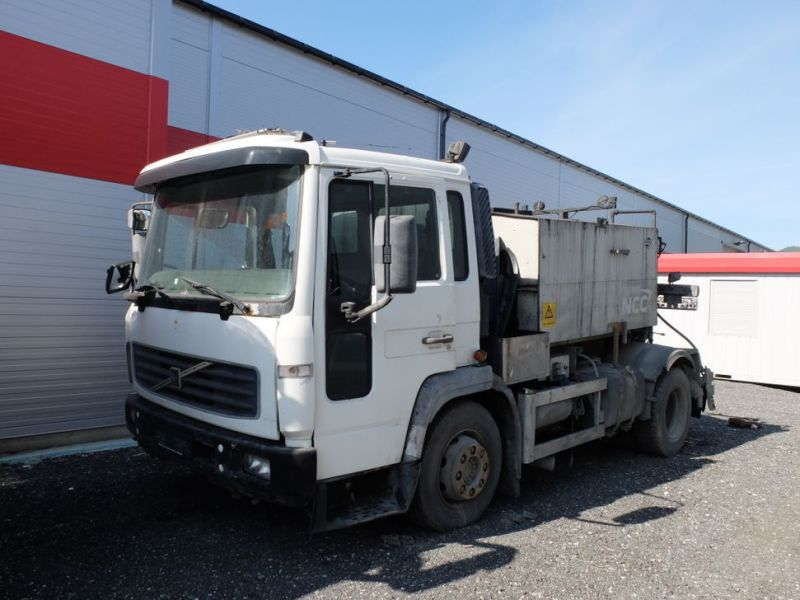 VOLVO FL6 2001-model Asfalt limsprøyte / with Asphalt Glue sprayer - 0