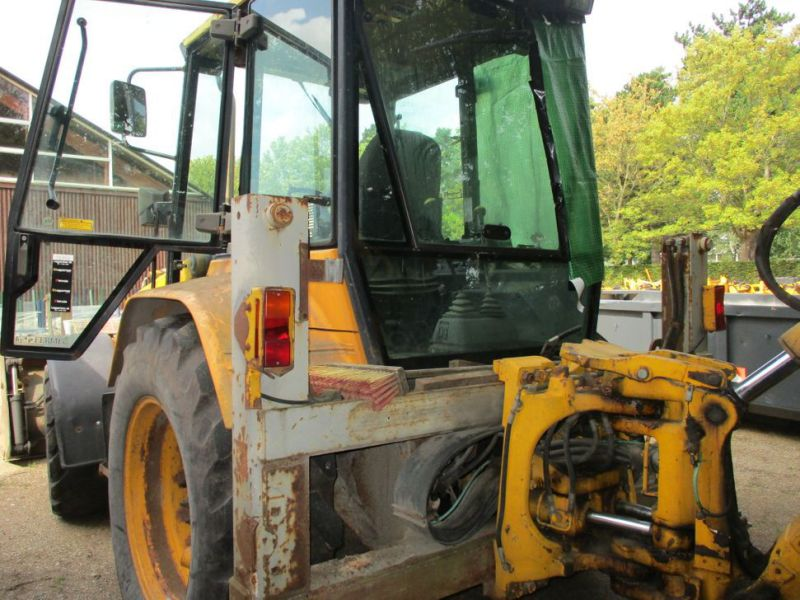 MF 860 Rendegraver / backhoe - 13
