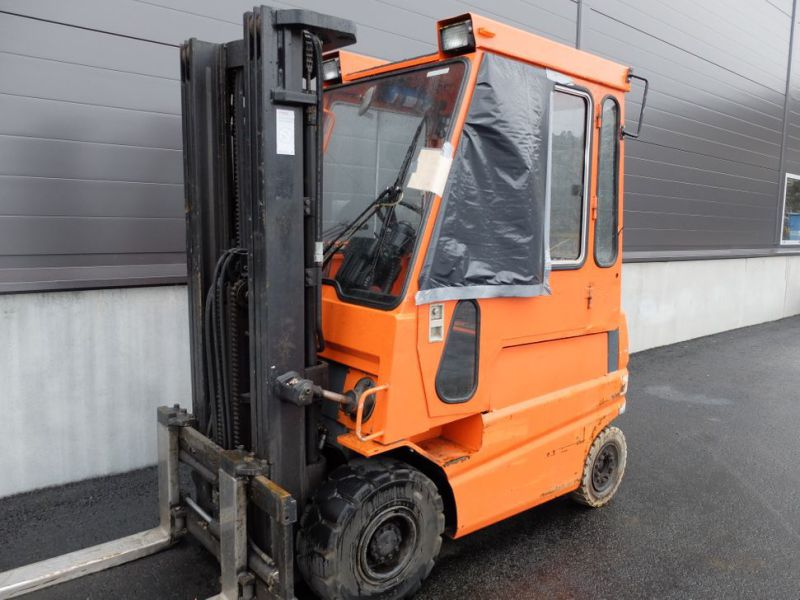 Toyota gaffeltruck med lader / Toyota forklift with charger - 0