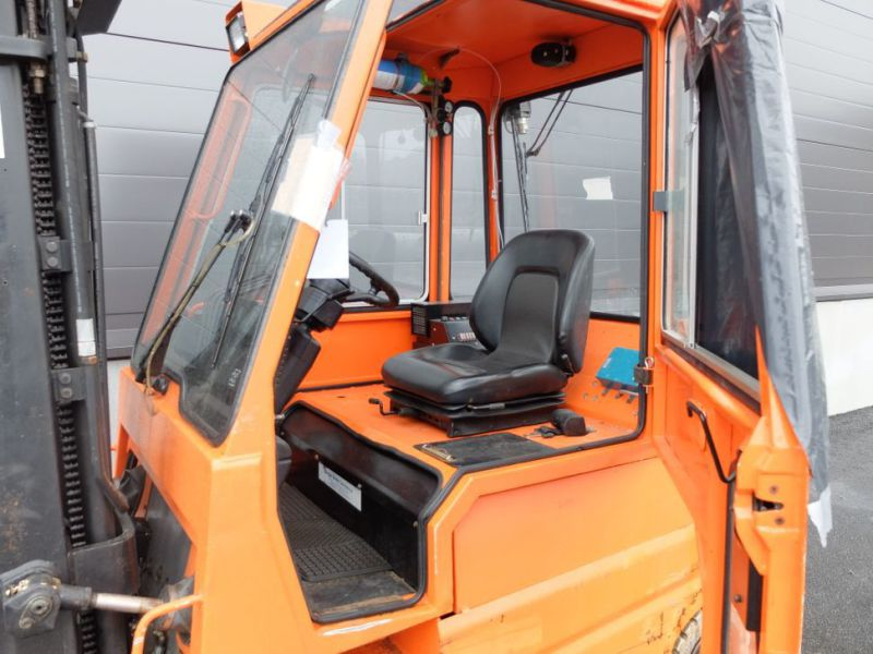 Toyota gaffeltruck med lader / Toyota forklift with charger - 11
