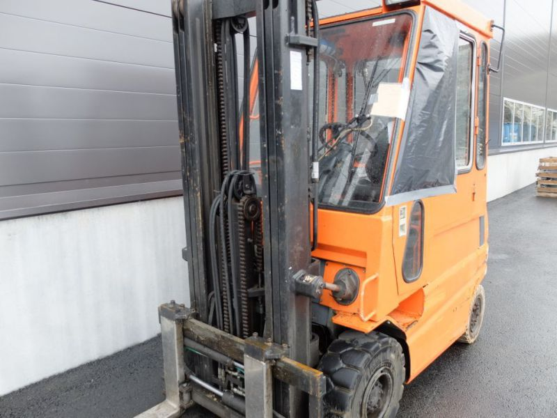 Toyota gaffeltruck med lader / Toyota forklift with charger - 12