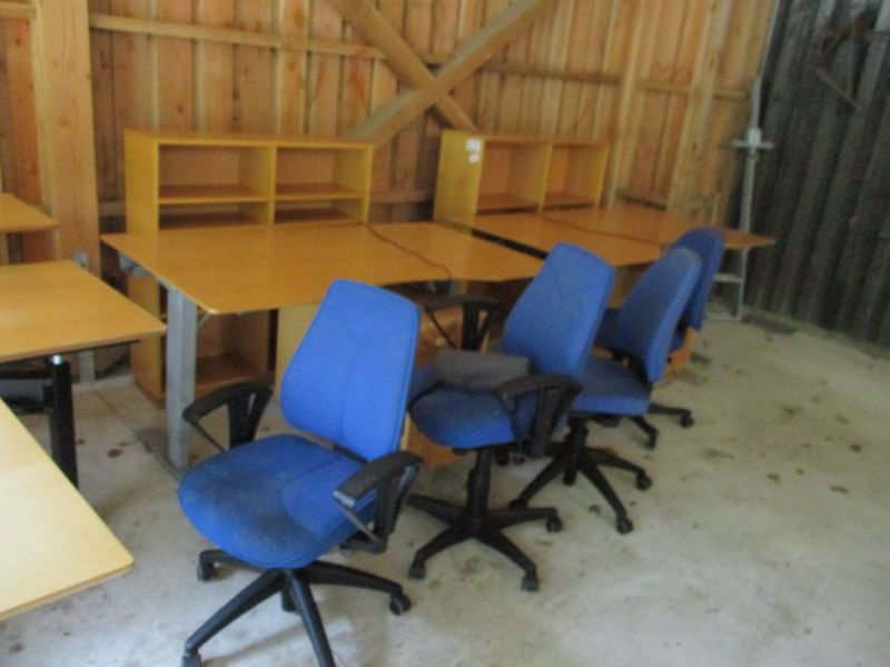 Kontormøbler, borde, stole, reoler / Office furniture, tables, chairs, shelves. - 2