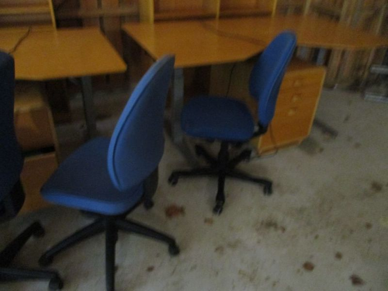 Kontormøbler, borde, stole, reoler / Office furniture, tables, chairs, shelves. - 10