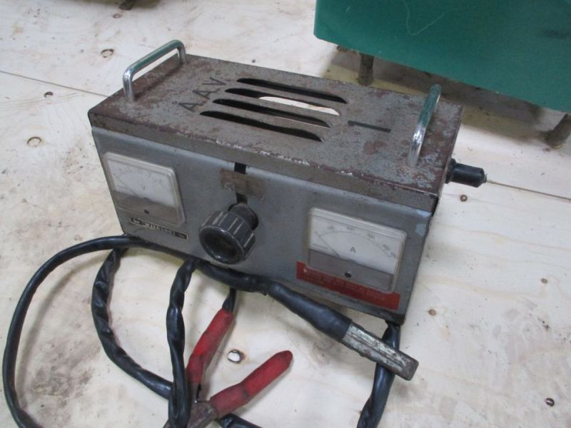 Svejser - ladeapparat - batteritester / Welder - Charger - Battery Tester - 10