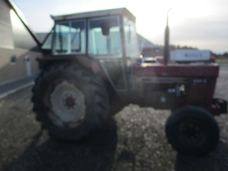 International IH 844S Traktor. 2 WD / tractor - 1