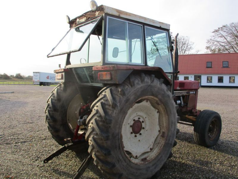 International IH 844S Traktor. 2 WD / tractor - 2