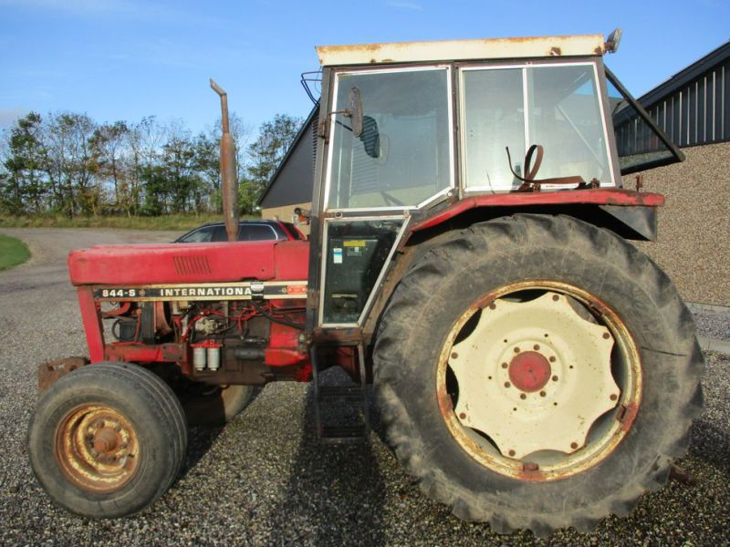 International IH 844S Traktor. 2 WD / tractor - 5