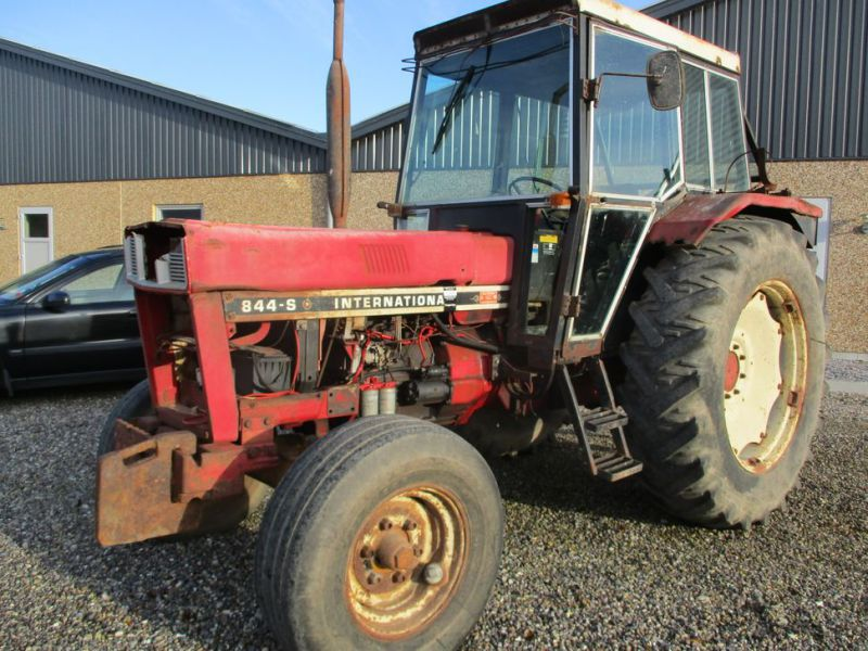 International IH 844S Traktor. 2 WD / tractor - 6