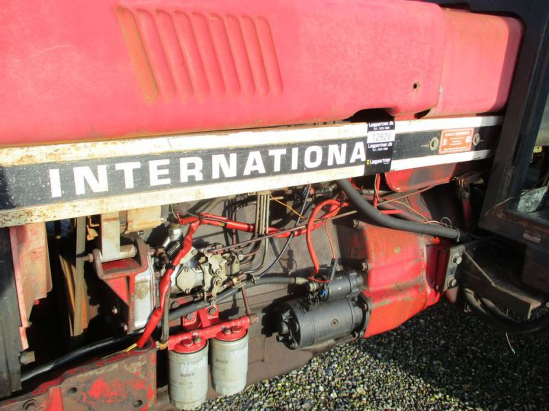 International IH 844S Traktor. 2 WD / tractor - 9