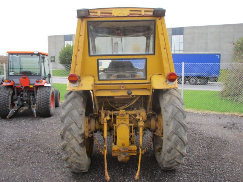 David brown 995 traktor med kost / tractor with sweeper - 1