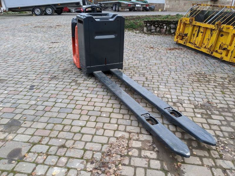 Linde N20/ Electric pallet forks for 2 pallets with charger - 1