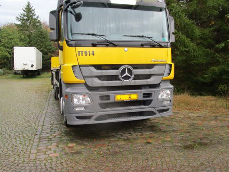 Mercedes lastbil med 33 meter personlift / truck with 33 meter lift - 10