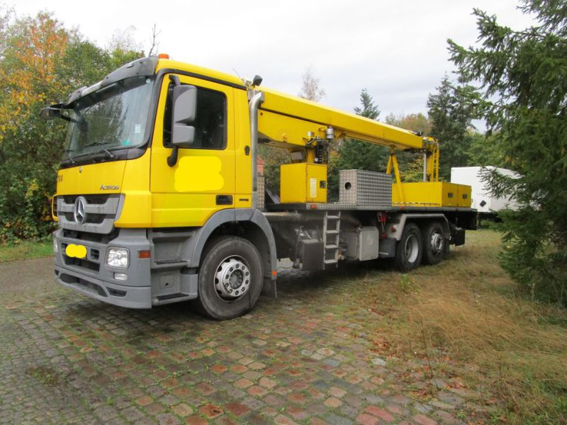 Mercedes lastbil med 33 meter personlift / truck with 33 meter lift - 14