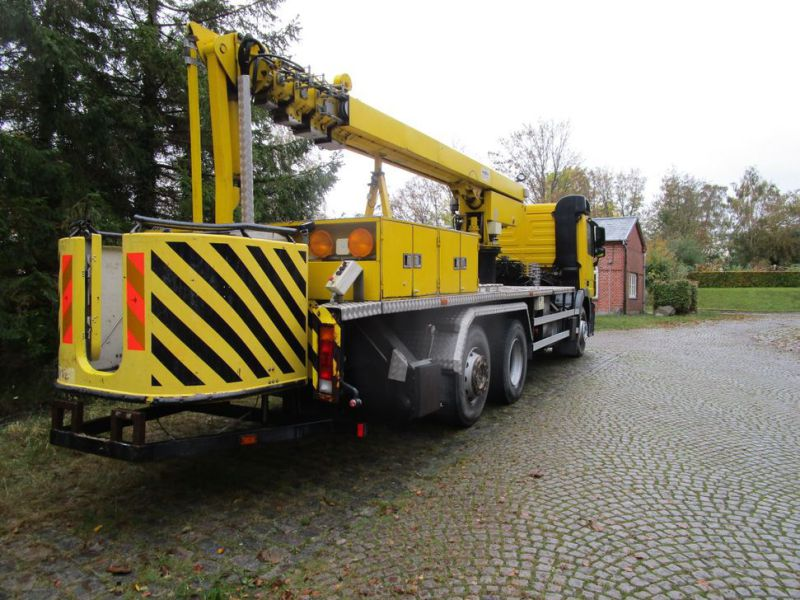 Mercedes lastbil med 33 meter personlift / truck with 33 meter lift - 38