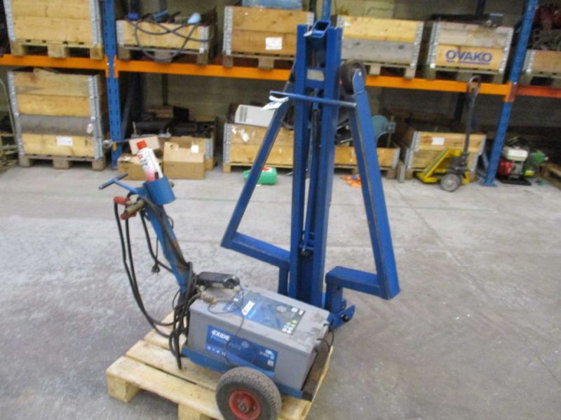 Kran konpakt AC 1.1 Tons, startervogn med lader. / crane and starter with charger. - 0