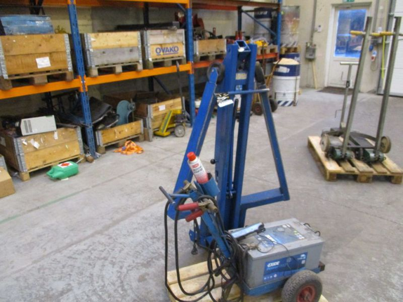 Kran konpakt AC 1.1 Tons, startervogn med lader. / crane and starter with charger. - 1