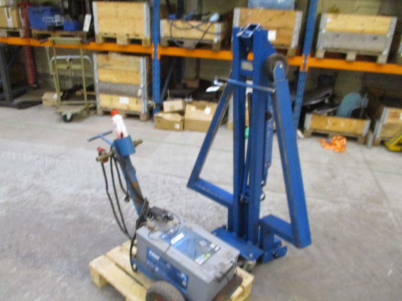 Kran konpakt AC 1.1 Tons, startervogn med lader. / crane and starter with charger. - 5