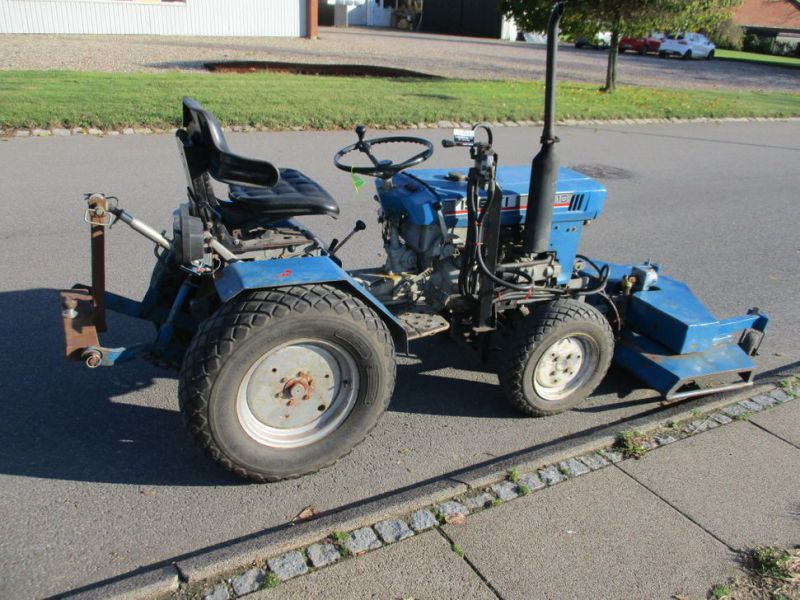 Iseki TX 1510 4 WD med front rotorklipper / Tractor with mower - 0