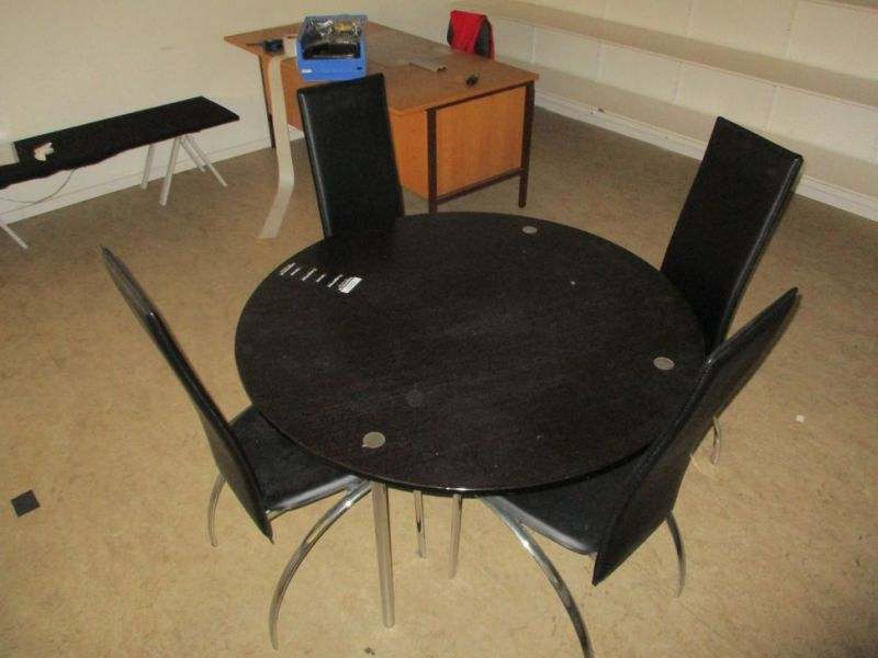 Bord med 4 stole / Table with 4 chairs - 0