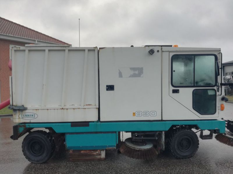 Tennant Mobil fejemaskine / Road sweeper - 8