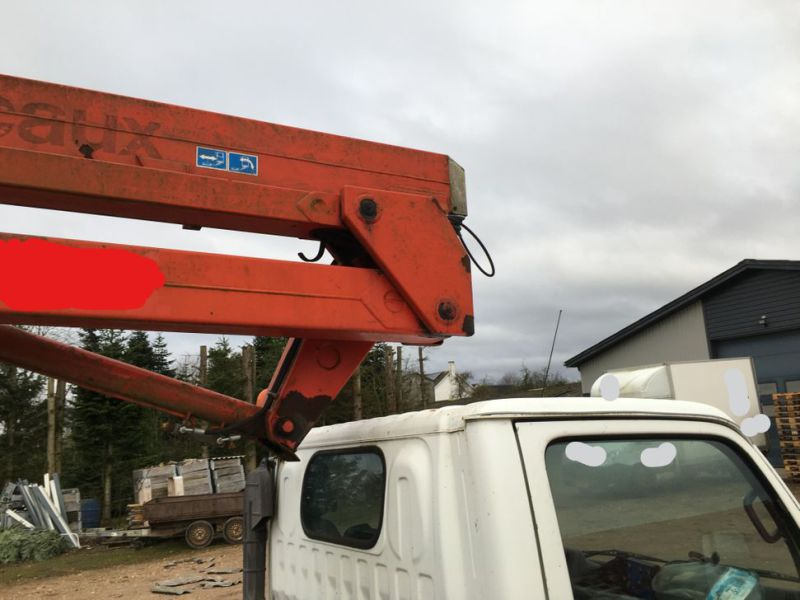 Nissan liftbil / Truck with lift - 24