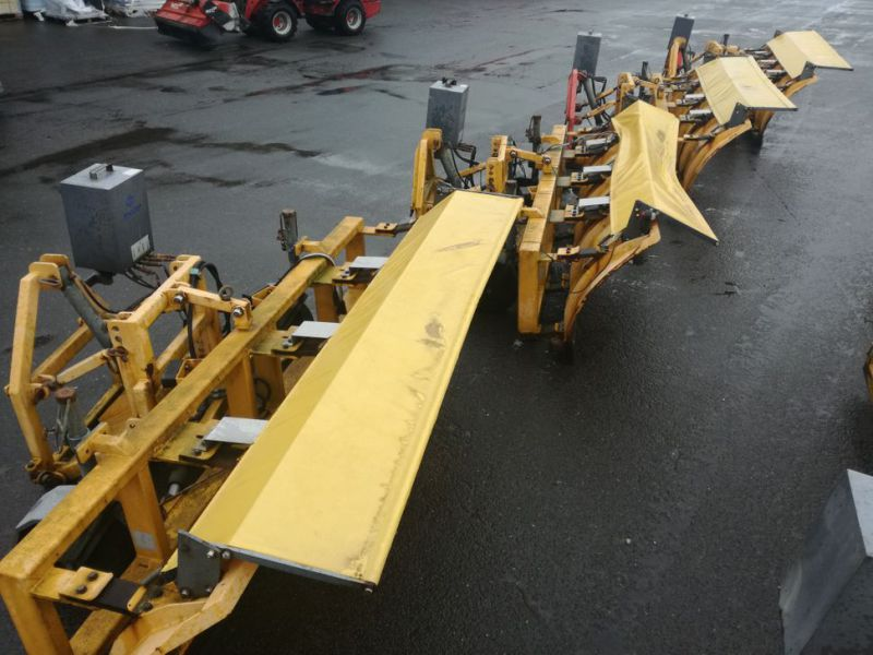 4 X Epoke SPS300 scrapers fitted with truck brackets - 0
