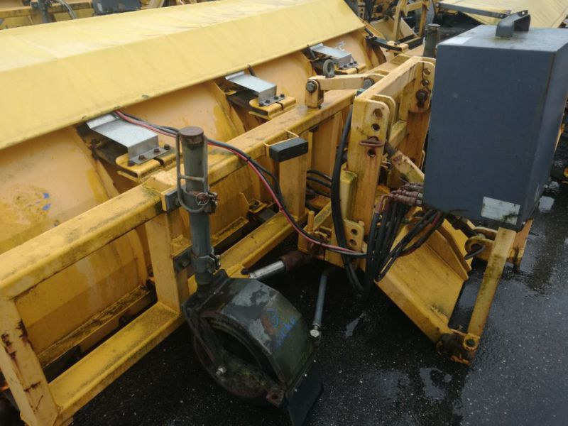 4 X Epoke SPS300 scrapers fitted with truck brackets - 11