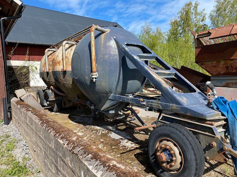 Tanksläp med vattenpump/Tank trailer with water pump - 2
