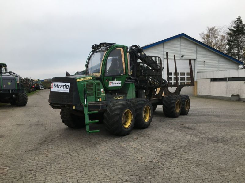 John Deere 1210E Udkørselsmaskine med kran og grap /  Forestry machine forwarder with crane and grap - 0