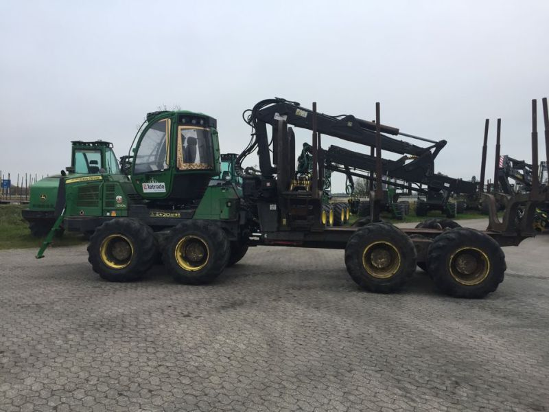 John Deere 1210E Udkørselsmaskine med kran og grap /  Forestry machine forwarder with crane and grap - 2