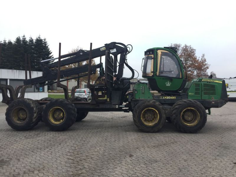 John Deere 1210E Udkørselsmaskine med kran og grap /  Forestry machine forwarder with crane and grap - 31