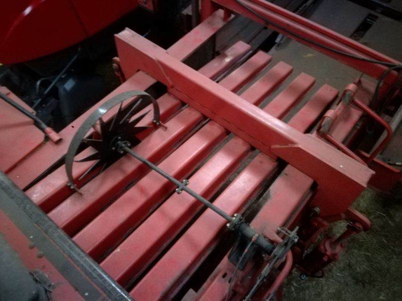 Massy Ferguson 190 Baler med  Spragelsesvogn / Big baler with collectortrailer - 25